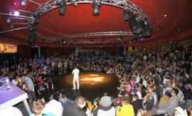 Kleine Bühne (c)snipesshop.de